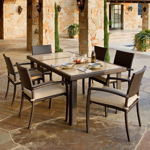 Choosing a great grill is an important part of outdoor dining.